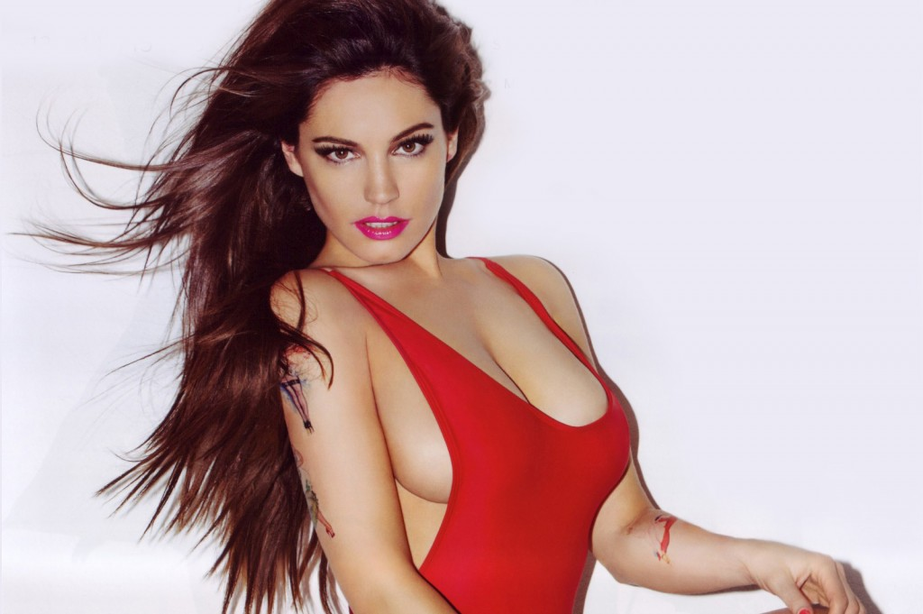 kelly-brook-sexy-official-2013-calendar-photos-014